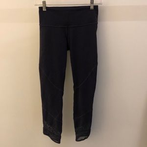 Lululemon plum perforated and mesh legging, sz 4